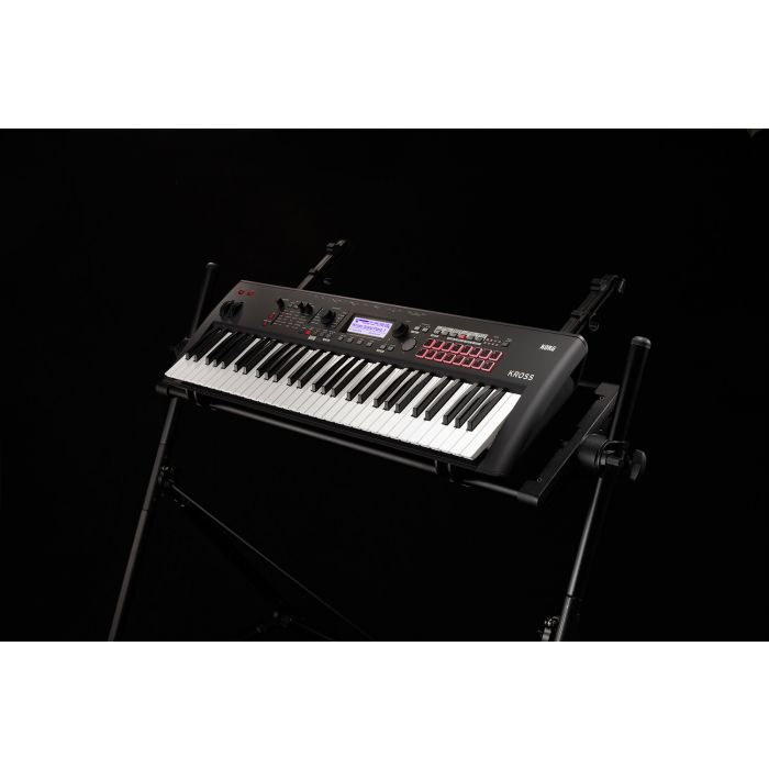 Korg KROSS 2 Syntheziser Workstation - 61 Keys Matt Black On Stage