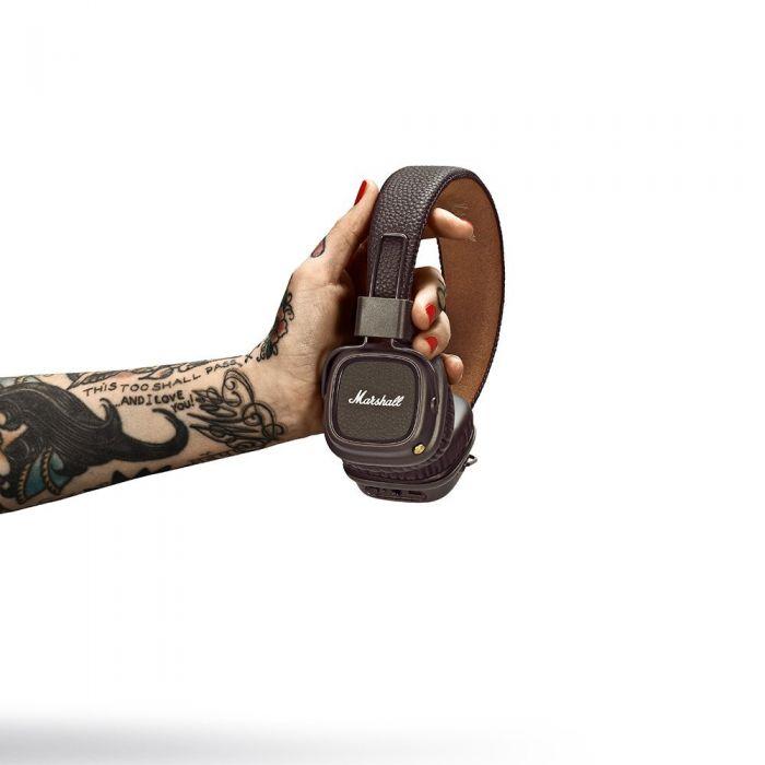 Marshall Major II Bluetooth Wireless Headphones Brown In Hands