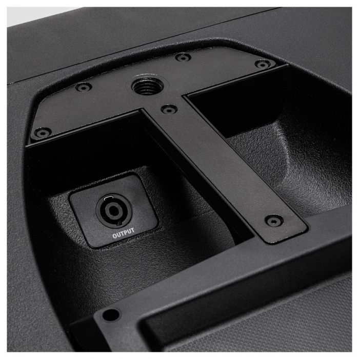 Speakon Output with Recessed Handle