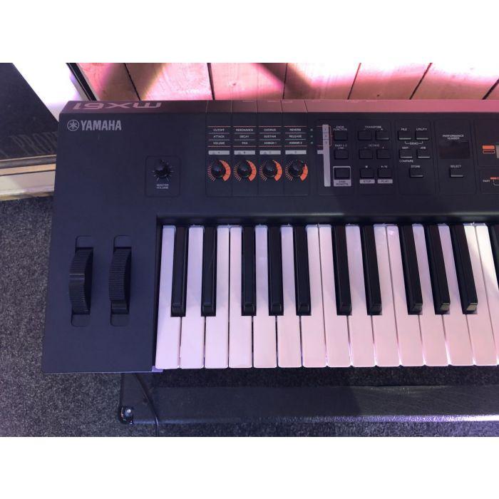 B-Stock Yamaha MX61 Synthesizer Detail