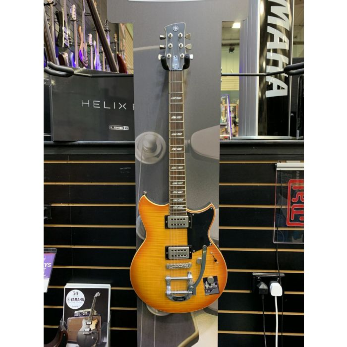 B-Stock Yamaha Revstar RS720B Electric Guitar Wall Fade