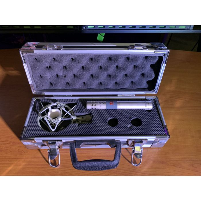 Top-down view of a B Stock SE Electronics sE4 Condenser Microphone in its case