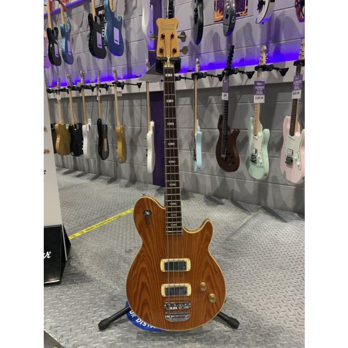Full frontal view of a Pre-Loved 1974 Framus Nashville Deluxe Bass