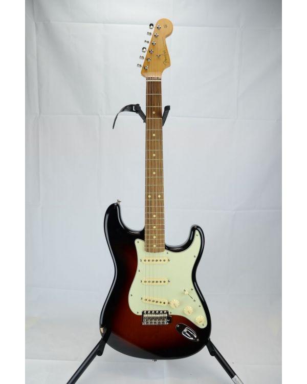 B Stock Fender Vintera 60s Stratocaster 3 Tone Sunburst