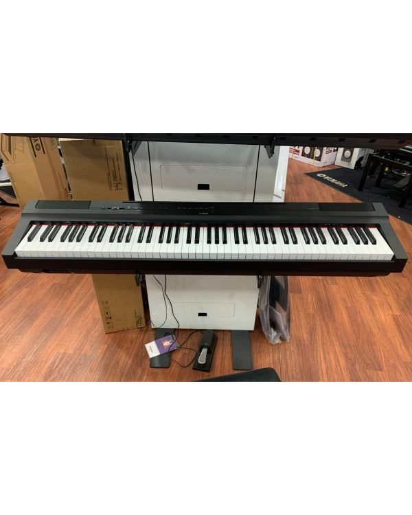 B-Stock Yamaha P-125 Portable Digital Piano Black